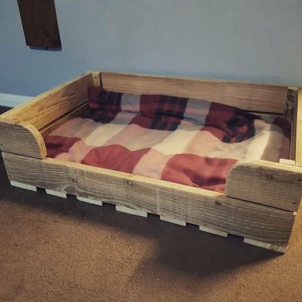 Pallet dog bed £40-£60